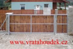 samonosná brána s dřevěnou výplní (30)