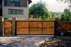 samonosná brána s dřevěnou výplní (32)