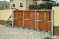 samonosná brána s dřevěnou výplní (35)