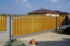 samonosná brána s dřevěnou výplní (36)