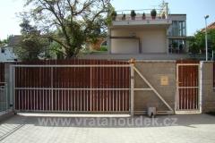 samonosná brána s dřevěnou výplní (39)